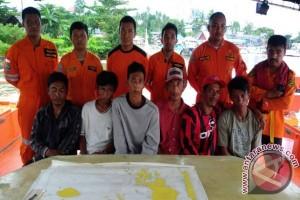 Basarnas Evakuasi Korban Kapal Tenggelam Perairan Menui