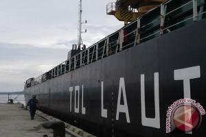 Kapal Tol Laut Sandar Di Pelabuhan Baubau