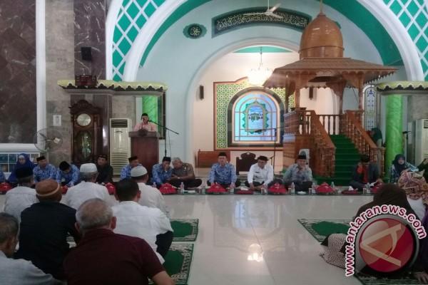 Bupati Kolaka Buka Bimbingan Manasik Haji