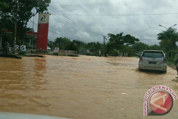Kota Kendari Tergenang Air Hujan Hingga 1 Meter