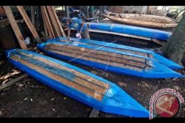 Pemulung Sampah di Teluk Kendari Butuh Perahu