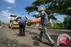 Pemkab Kolaka Lanjutkan Pengaspalan Jalan Desa