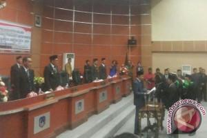 Ketua DPRD Kolaka Lantik Anggota Pengganti Antarwaktu