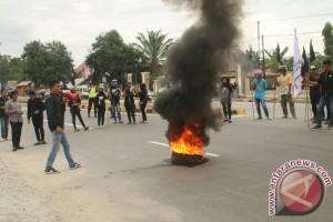 Mahasiswa Kolaka Demo Tuntut Hentikan Aktivitas Pertambangan