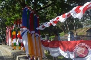 Pedagang Aksesoris HUT Kemerdekaan Hiasi Kota Kendari