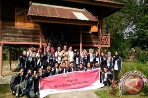 38 Peserta SMN Kunjungi Museum Provinsi Sultra