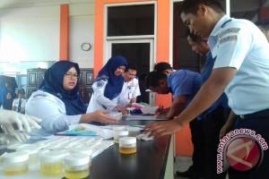 BNNP-Polda Sultra Tes Urine di Bandara Haluoleo