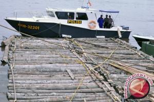 Polda Sultra Amankan Kapal Angkut Kayu Ilegal