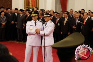 Presiden Lantik Anies Baswedan sebagai Gubernur DKI Jakarta