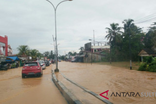 Floods submerge Trans Sulawesi highway in North Konawe