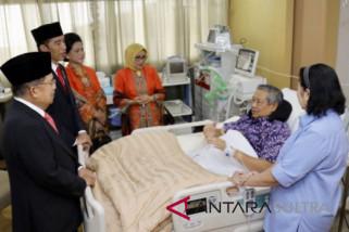 Aburizal Bakrie: SBY sakit infeksi ginjal