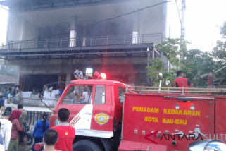 Terbakar, ruko tiga lantai di Baubau