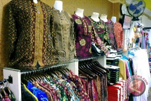 Pendapatan penjualan baju batik Rp2 juta/hari