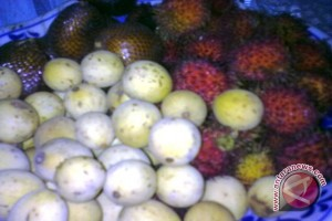 "Buah duku mulai ""banjiri"" pasar Palembang"