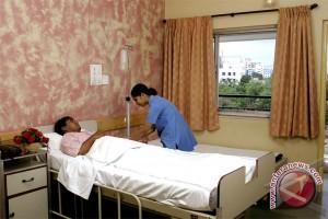 Gubernur kunjungi PNS pemprov korban kecelakaan