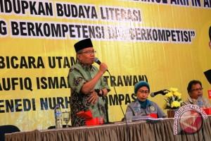 Taufiq Ismail ingin bangkitkan sastra pelajar