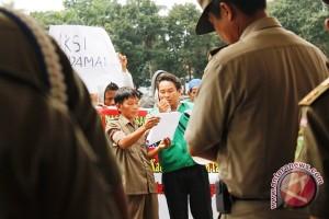 Ratusan warga Lahat demo duduki Kantor Bupati