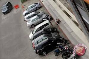 Pengunjung objek wisata keluhkan tarif parkir mahal
