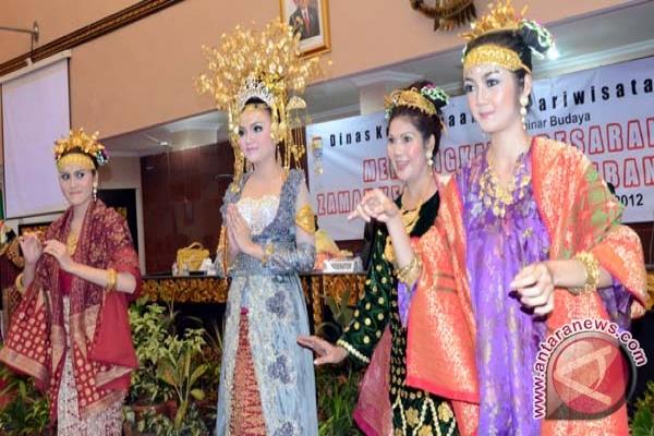 Pakaian perempuan Palembang yang berbudaya