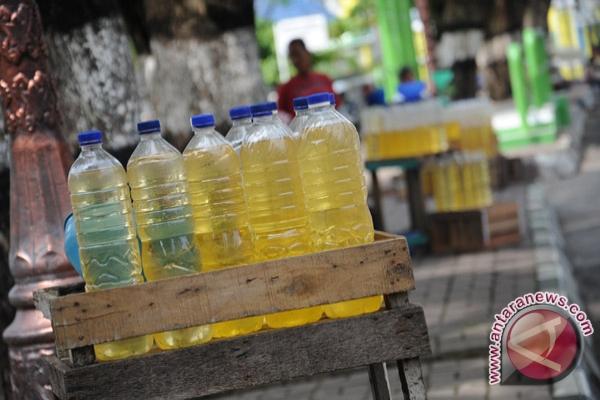 Harga premium eceran di Padang Rp10.000 per liter