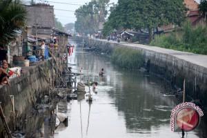 Kebiasaan buang air besar di sungai
