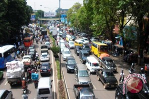 Puncak imlek di kawasan jalan Dempo Palembang macet