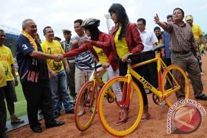 Gubernur  launching sepeda SFC