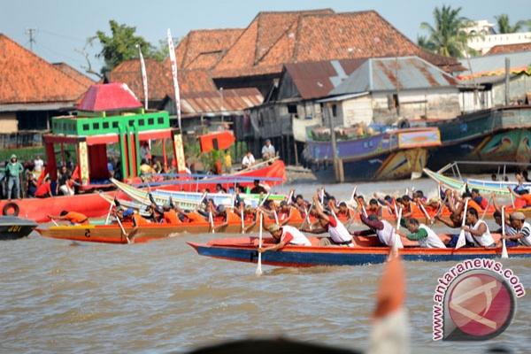 Warga Palembang padati BKB saksikan perahu hias
