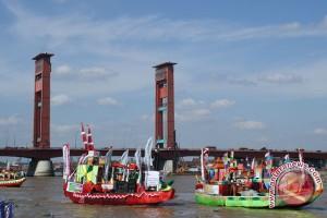 Perahu hias meriahkan HUT Palembang