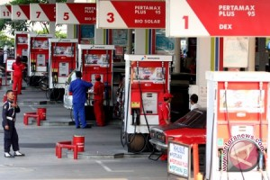 Jokowi batalkan kenaikan harga Premium
