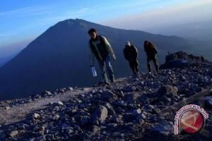 Libur panjang aktivitas pendakian Bukit Kaba meningkat