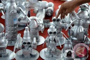 Robot berbahan barang bekas