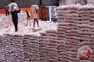Cadangan beras untuk korban bencana Sumsel menipis