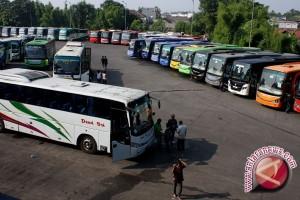 Petugas Periksa Kelaikan Jalan Ribuan Bus