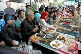 Pedagang makanan tradisional Palembang tetap eksis