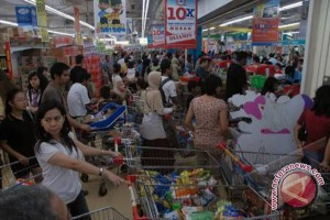 Pasar modern dipadati pengunjung