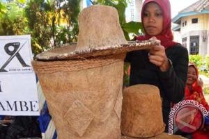 Topi dari serabut kelapa