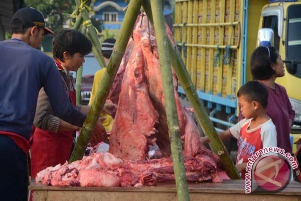 Pasar daging dipadati pembeli