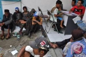 Dinsos Sumsel bantu belasan orang terlantar