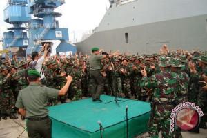 Prajurit TNI bagikan masker gratis antispasi asap di Jambi