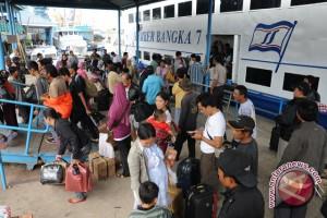 Dermaga kedatangan kapal cepat di Palembang ramai