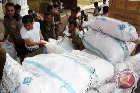 Penyaluran bantuan untuk korban banjir bertahap