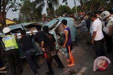 Peserta pawai 1 Muharram tertabrak mobil