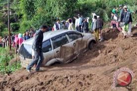 Jalan menghubungkan Lampung-Bengulu putus