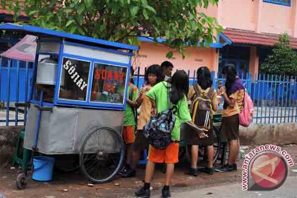 Dinkes Sumsel terus pantau jajanan sekolah