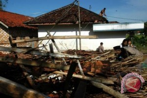 Puting Beliung Rusak Puluhan Rumah Warga OKU
