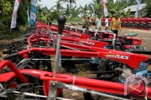 Distan OKU bagikan 19 unit traktor tangan kepada petani
