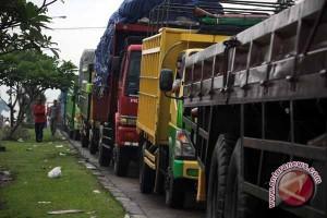 Sopir truk di jalintim Lampung keluhkan pungli