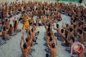 5.555 penari pecahkan rekor MURI tari kecak kolosal