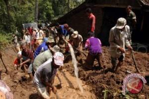 Longsor di Bengkulu satu tewas empat tertimbun